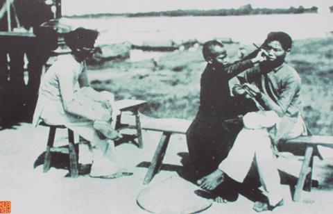 Cảnh sinh hoạt bên bờ sông Sài Gòn năm 1880.