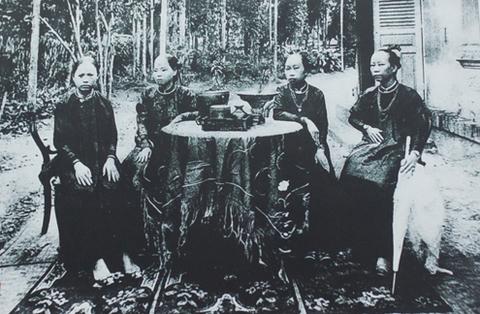 Trang phục phụ nữ Sài Gòn đầu thế kỷ 20.