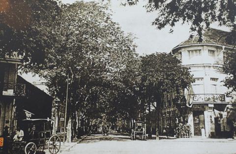 Một đường phố xưa ở Trung tâm Sài Gòn năm 1915.