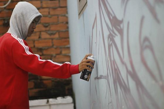 Thế giới của các bạn trẻ là bức tường