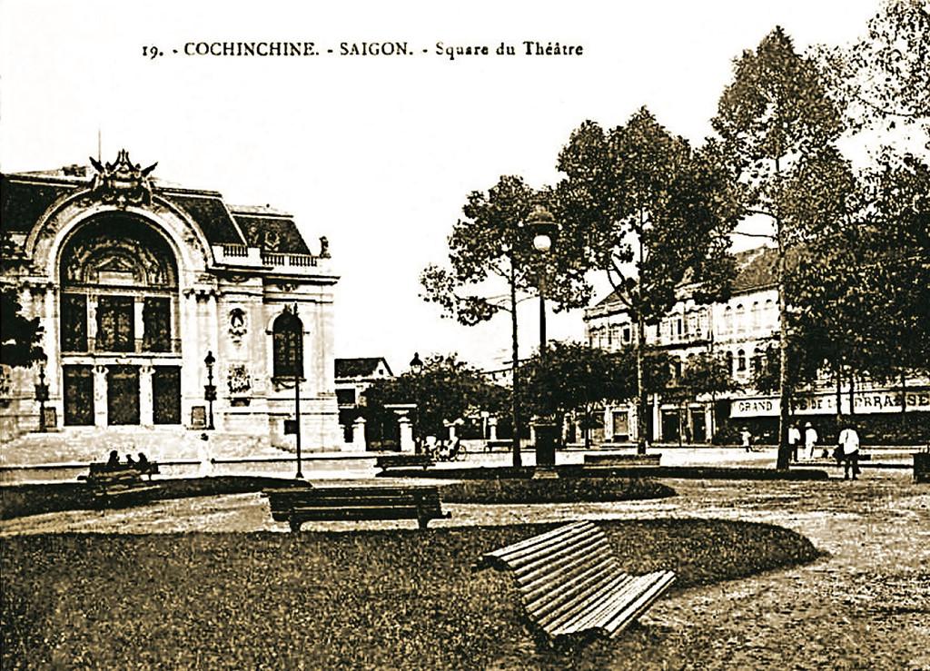 Quảng trường trước tòa nhà Nhà hát Thành phố, công trình ưa thích của các nhà sưu tập, cũng là nơi lưu giữ văn hóa nghệ thuật Sài Gòn.