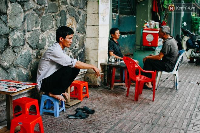 Hương vị cafe sáng làm mê mẩn biết bao thế hệ người dân Sài Gòn. Khắp các quán cafe buổi sáng, ta có thể bắt gặp đủ người từ già trẻ lớn bé, ai cũng muốn tìm cho mình một chút năng lượng vào đầu ngày mới.