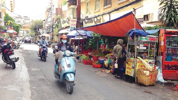 Con hẻm ẩm thực trên đường Nguyễn Thị Minh Khai (quận 1) là điểm đến quen thuộc của nhiều nhân viên văn phòng