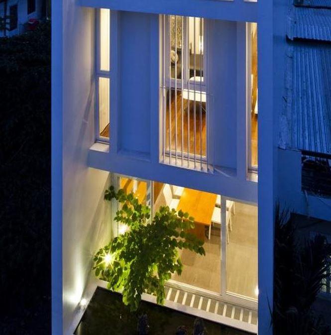 Ngôi nhà đẹp lung linh khi đêm về.