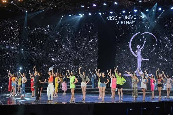 Tong duyet san khau ban ket Hoa Hau Hoan Vu Viet Nam 2019 (14)