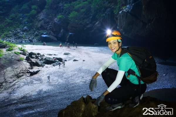 Hoa hậu H'Hen Niê kể lại hành trình 4 ngày 3 đêm thám hiểm hang Sơn Đoòng