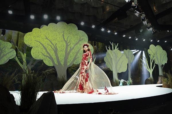 Hoa hau Khanh Van_Show Hoang Hai14