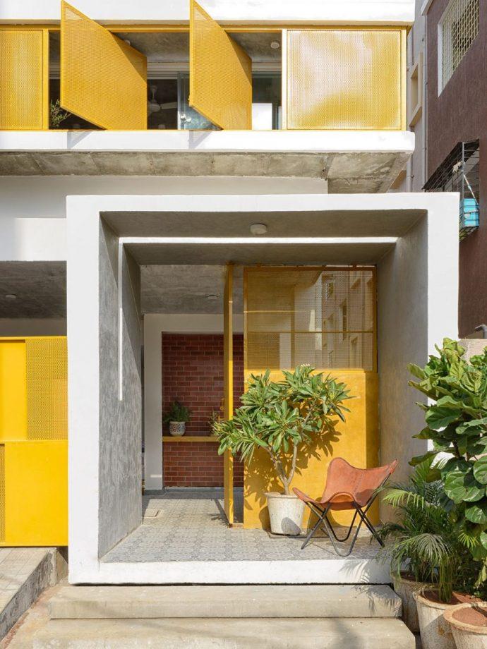 Nhà phố ngập ánh mặt trời và cây xanh với điểm nhấn màu vàng trẻ trung độc đáo - Ảnh 8.