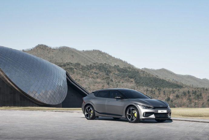 Chi tiết Kia EV6 – mẫu xe điện Hàn cực đẹp, tăng tốc đỉnh hơn cả Porsche Taycan 2022-kia-ev6-gt1.jpg