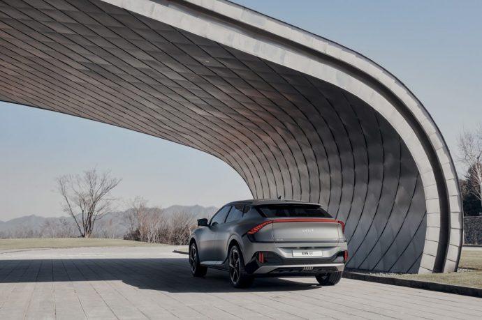 Chi tiết Kia EV6 – mẫu xe điện Hàn cực đẹp, tăng tốc đỉnh hơn cả Porsche Taycan 2022-kia-ev6-gt2.jpg