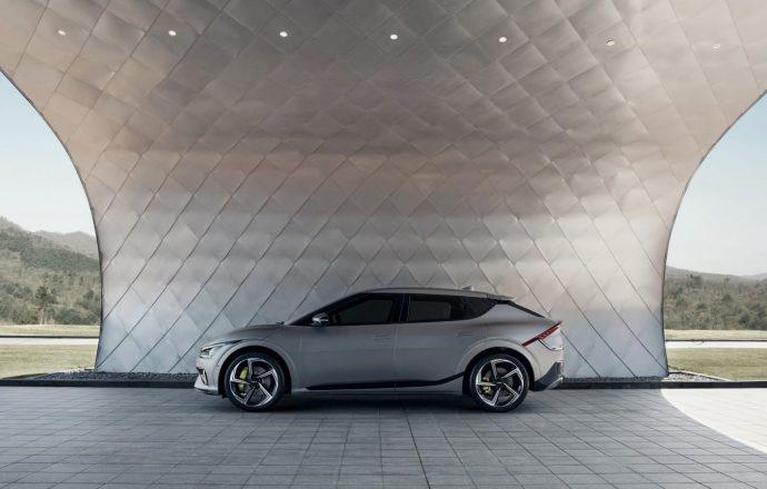 Chi tiết Kia EV6 – mẫu xe điện Hàn cực đẹp, tăng tốc đỉnh hơn cả Porsche Taycan 2022-kia-ev6-gt4.jpg