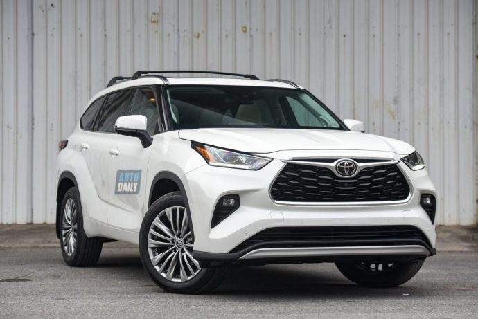 Chi tiết Toyota Highlander Platinum 2021 hơn 4 tỷ đầu tiên về Việt Nam 38.jpg