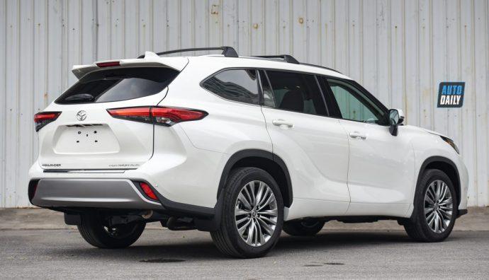 Chi tiết Toyota Highlander Platinum 2021 hơn 4 tỷ đầu tiên về Việt Nam 31.jpg
