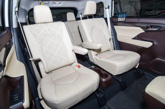 Chi tiết Toyota Highlander Platinum 2021 hơn 4 tỷ đầu tiên về Việt Nam 3.jpg