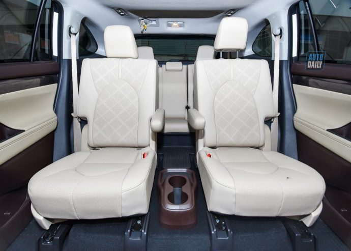 Chi tiết Toyota Highlander Platinum 2021 hơn 4 tỷ đầu tiên về Việt Nam 2.jpg